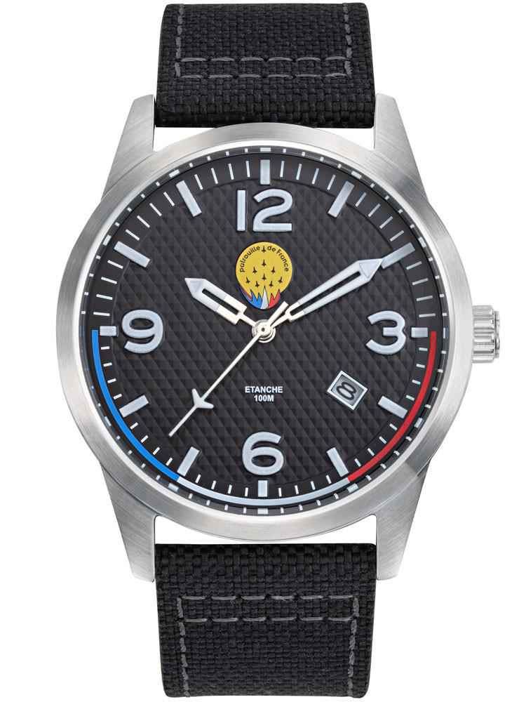 Patrouille de France signe une montre aviateur avec un bracelet noir au style jean en nylon. Code-article : 668508